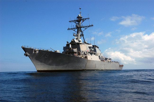 Эсминец ВМС США прошел неподалеку от  островов Спратли
