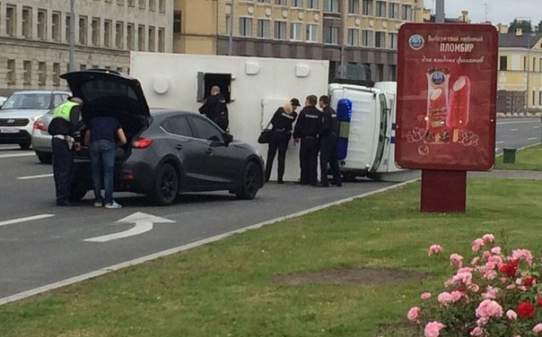 ДТП с участие автозака в Петербурге